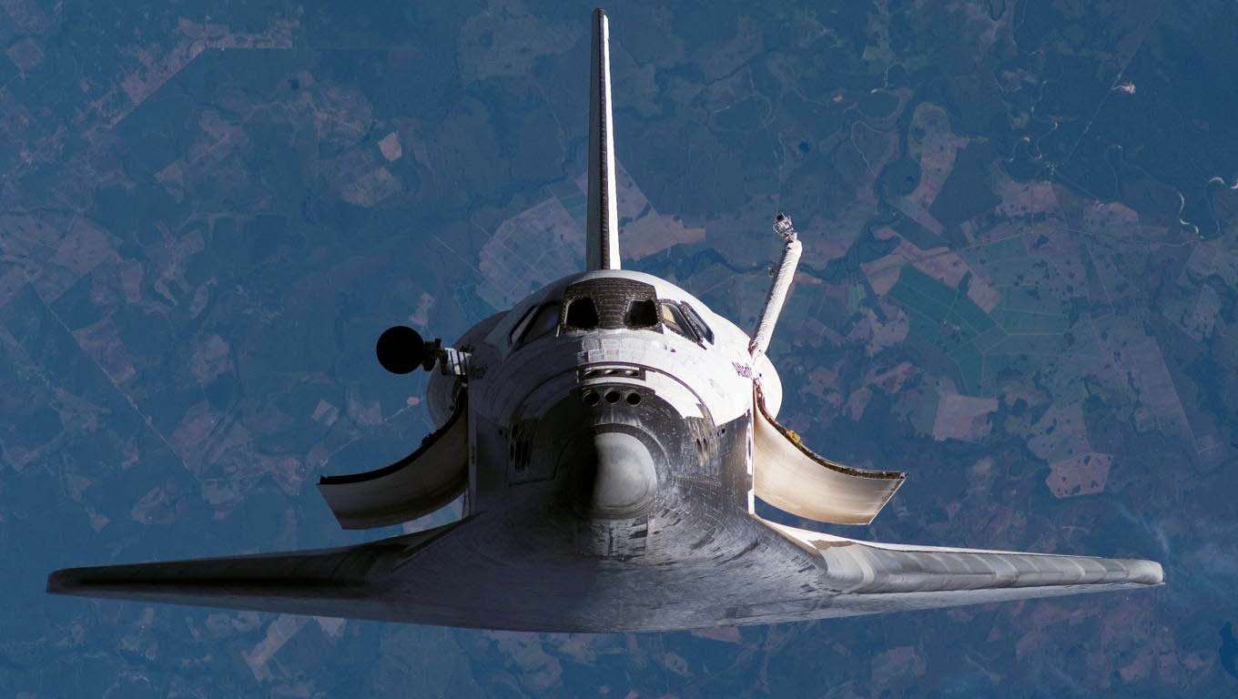 Space Shuttle over the Earth - 1360x768 - Wallpaper #5379 on