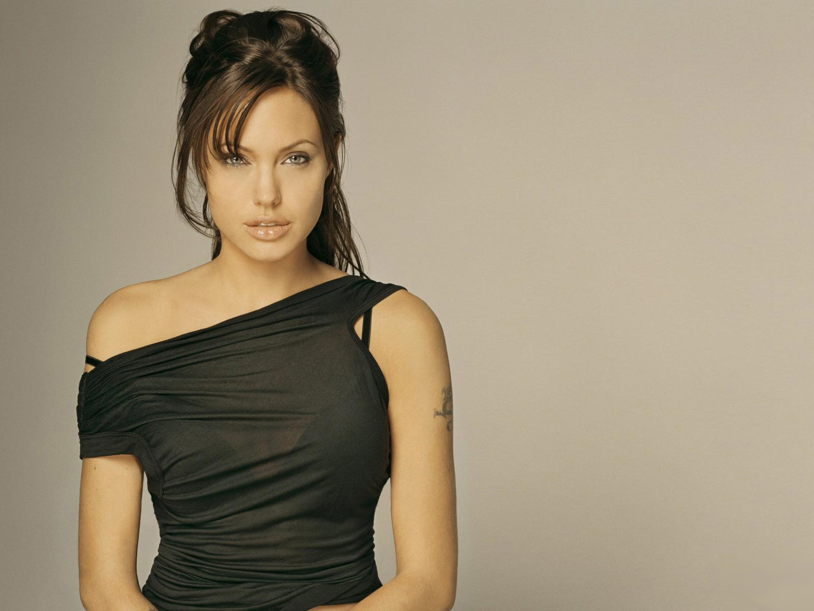 Angelina Jolie Wanted Wallpapers - THIS Wallpaper