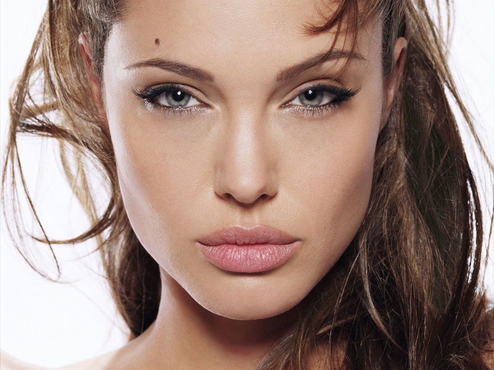 50 Interesting Facts About Angelina Jolie : People : BOOMSbeat
