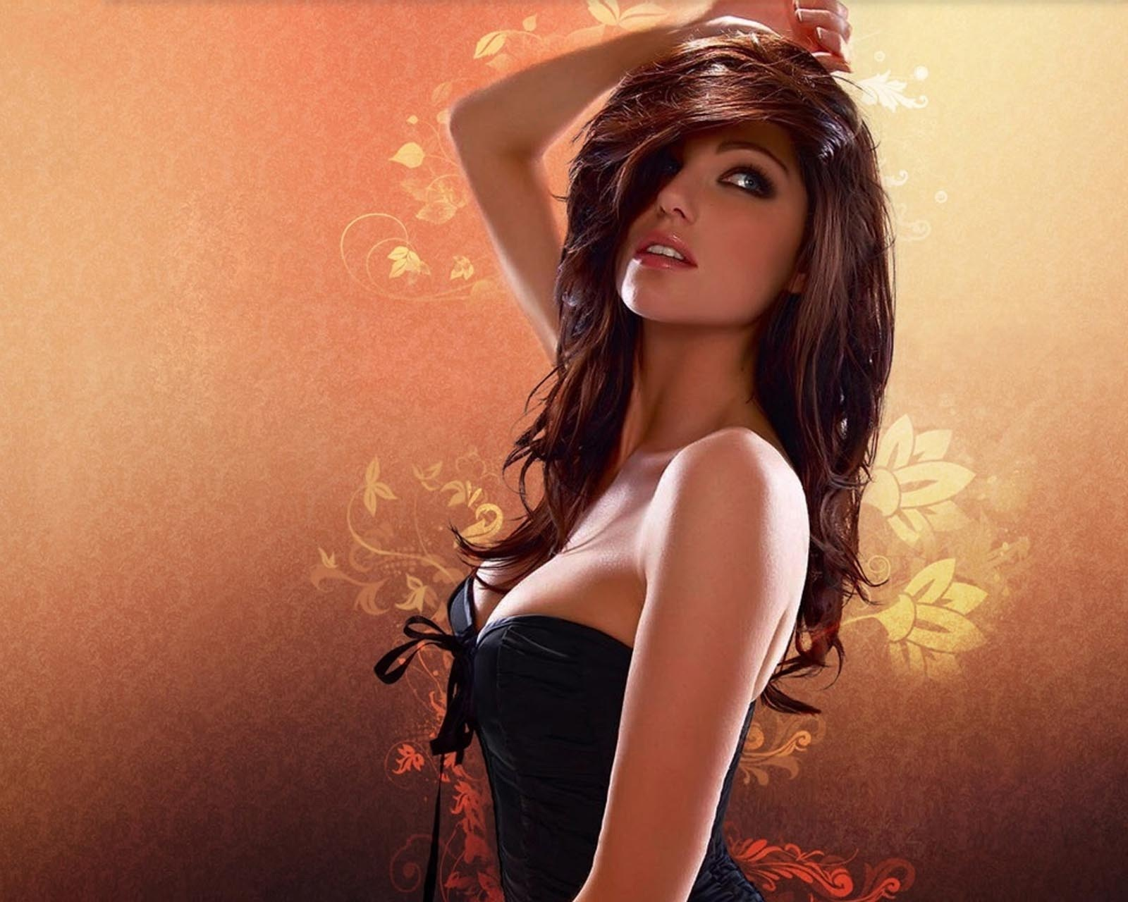 Artistic Girl Wallpaper