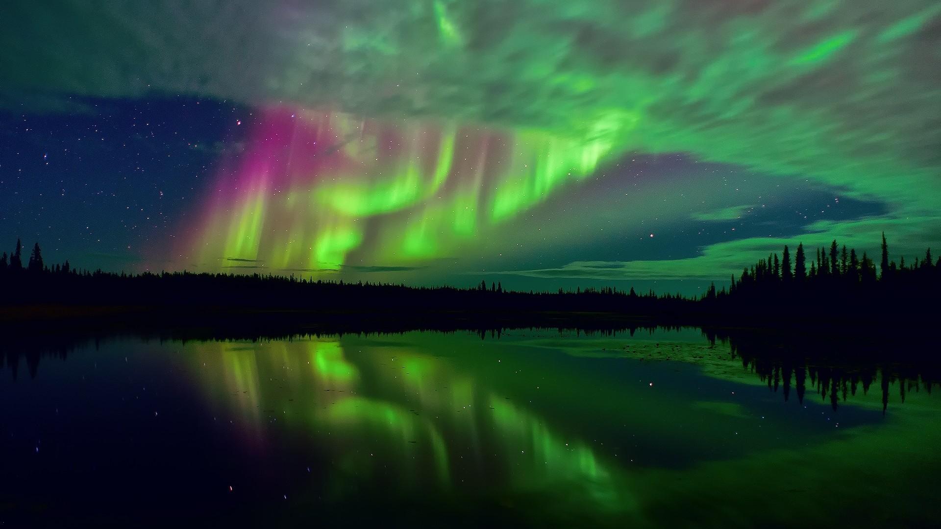 Aurora Borealis Northern Lights Wallpaper - wallpaper