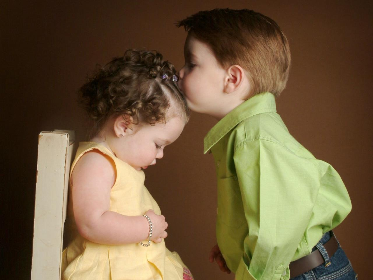 cute baby kiss wallpaper