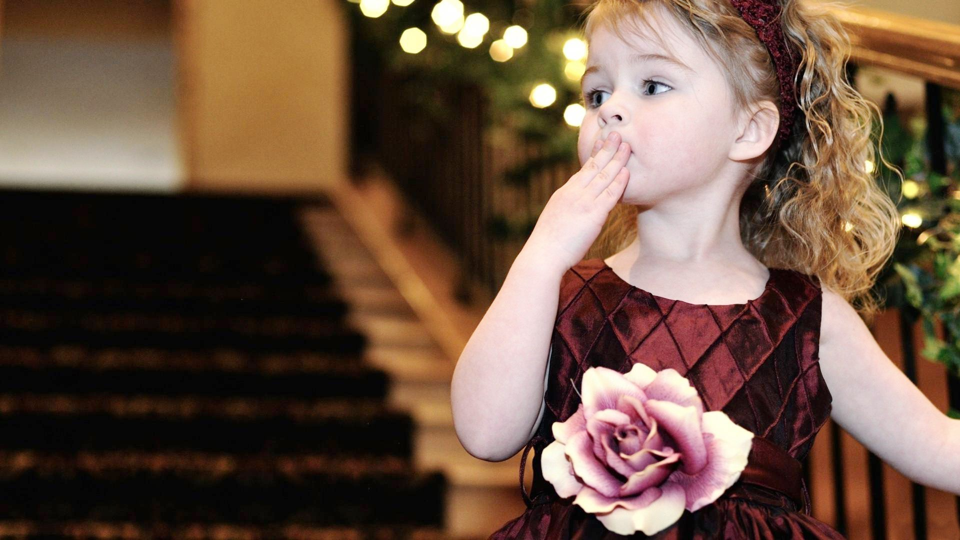 Cute Baby Girl Give Flying Kiss Photos