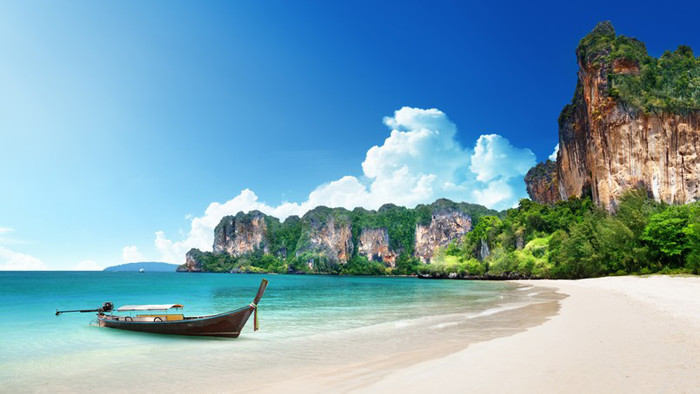 30 Beautiful Free Beach Desktop Wallpapers