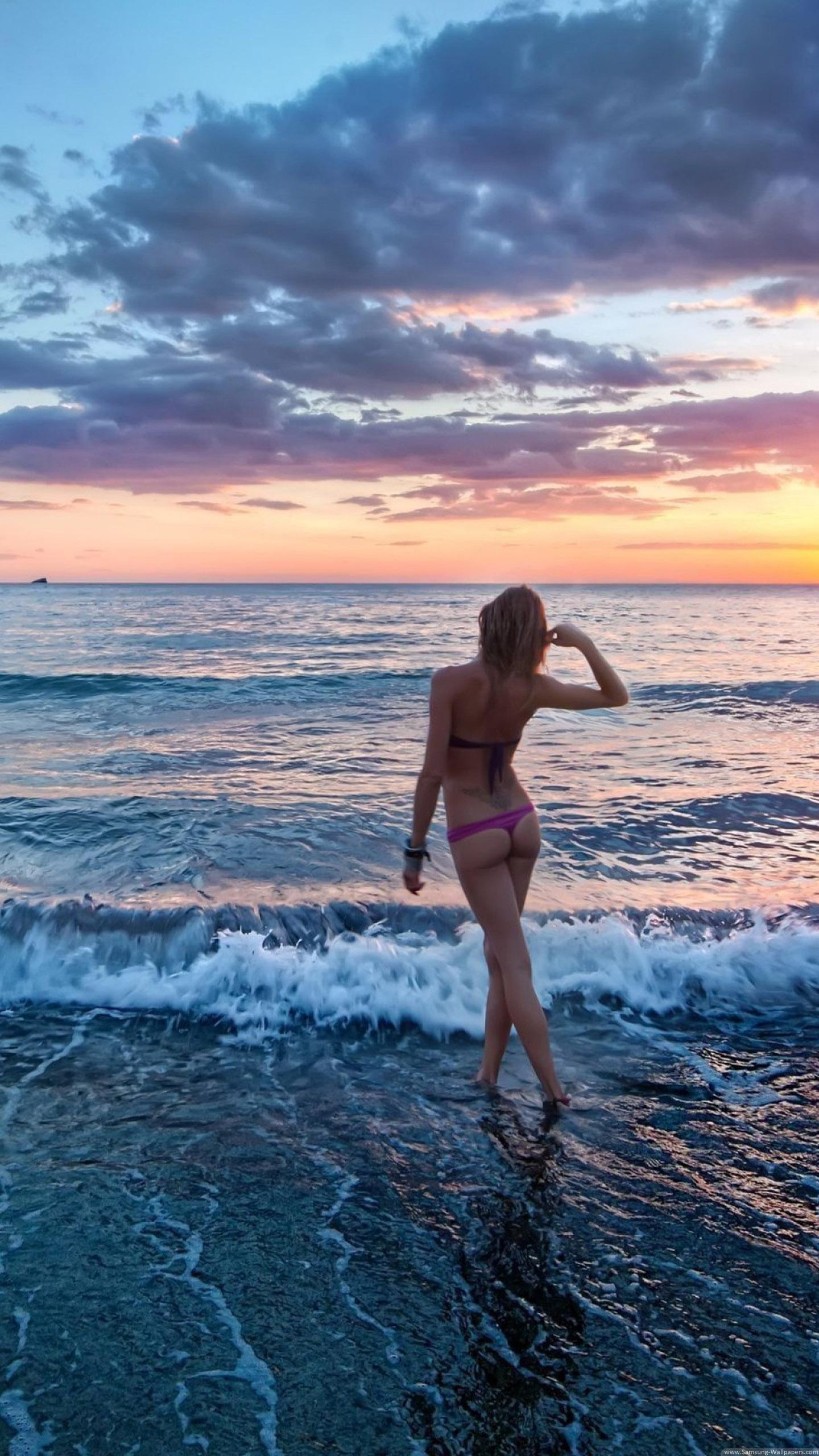 Girl On The Beach Galaxy S6 Wallpaper (1440x2560)
