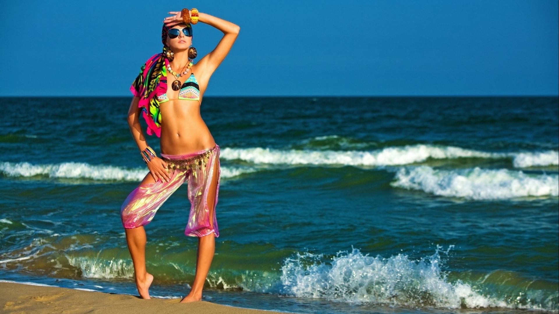 Hot Beach Girl Swimsuit HD Wallpaper of Beach - hdwallpaper2013 com