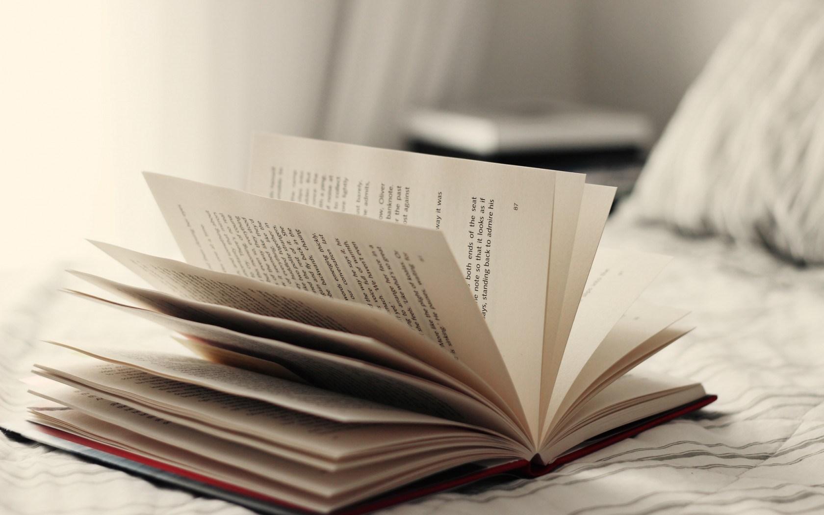41 units of Book Wallpaper