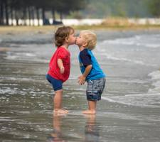 Download free boy girl kiss wallpapers for your mobile phone