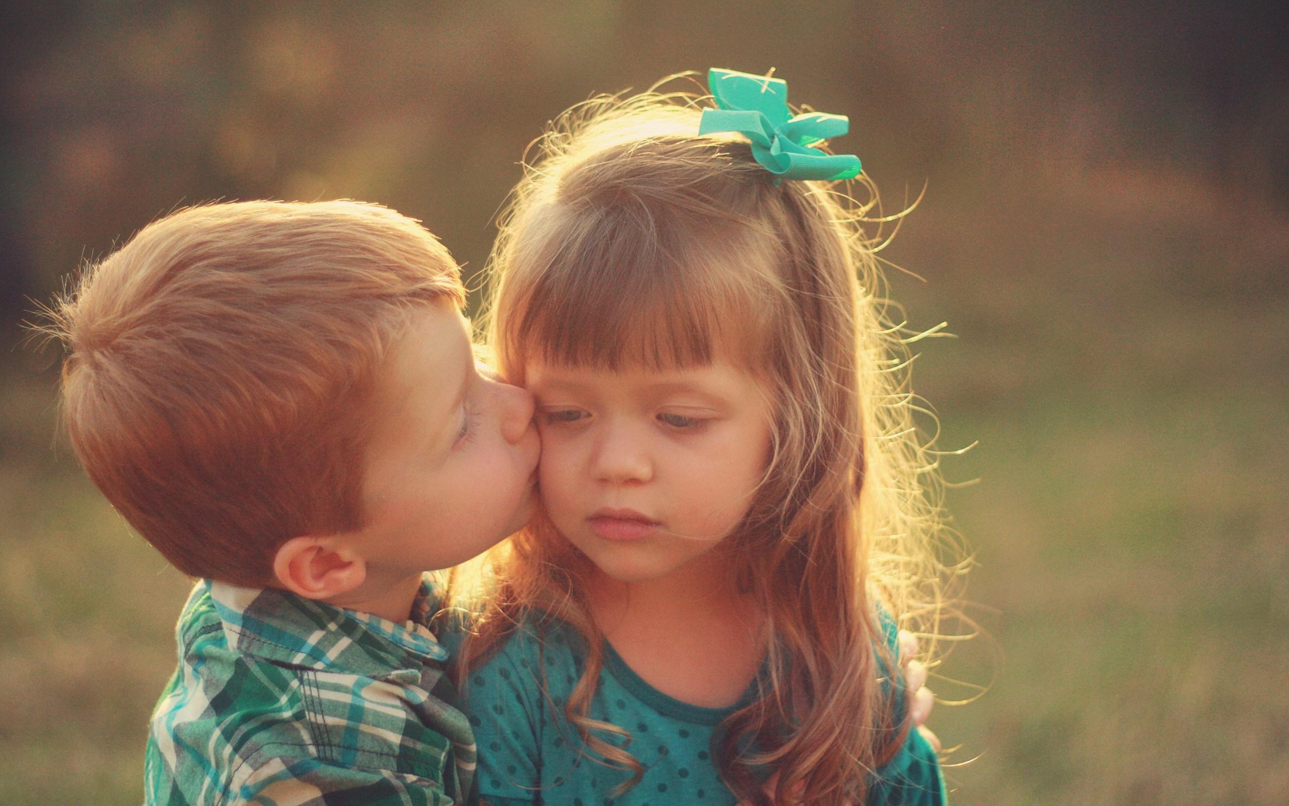 mood-kids-girl-boy-kiss-wallpaper-2560x1600 - Magic4Walls com