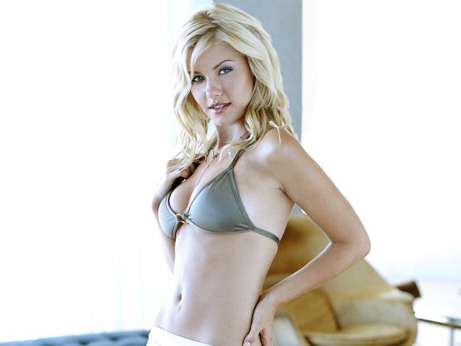 Elisha Cuthbert Hot HD Wallpaper | Download HD Wallpapers Photos
