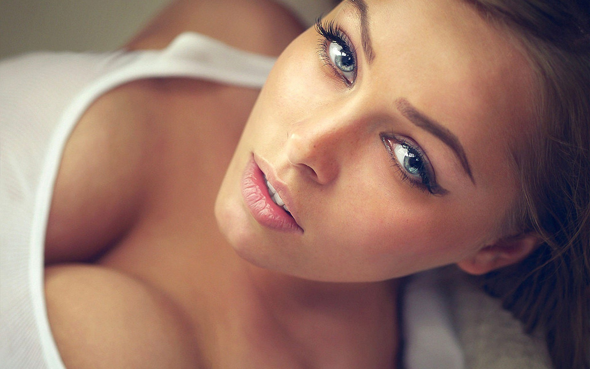 Blue-Eyes-Hot-Girl-HD-wallpaper jpg | 8K Pics