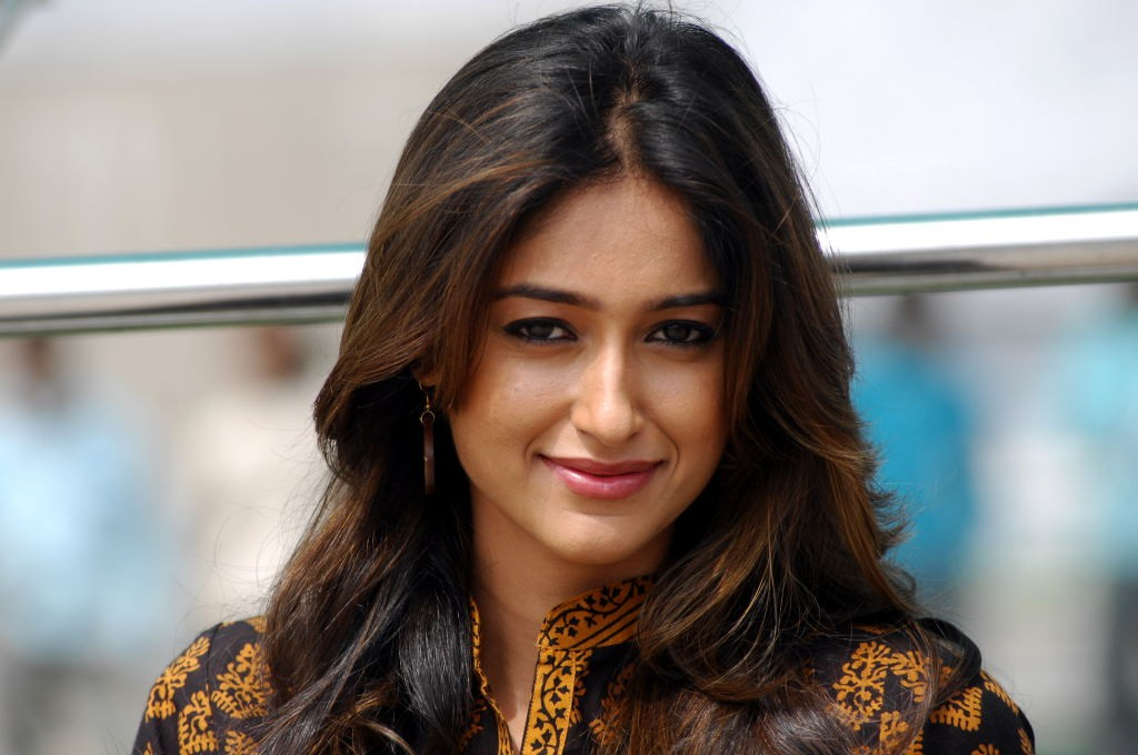 Free Download Sizzling Ileana D'cruz HD Wallpapers 2017
