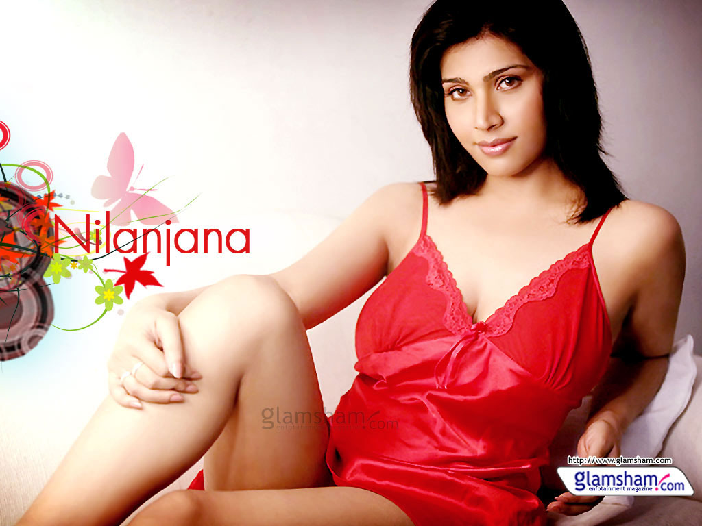 Red Hot Bollywood Actresses 41019 - Glamsham