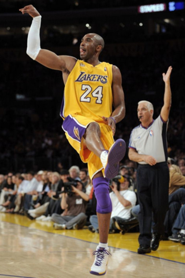 Download Kobe Bryant iPhone wallpapers