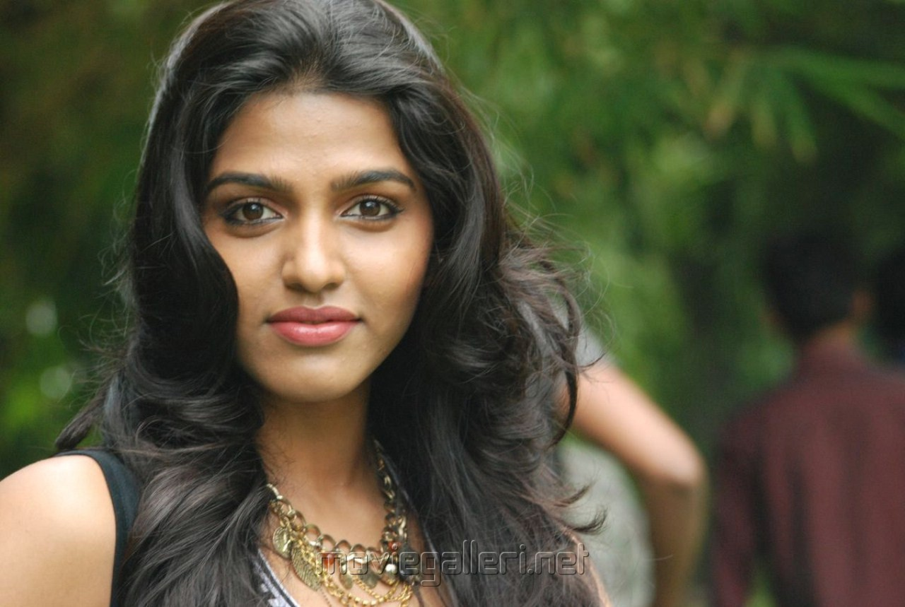 Tamil actresses wallpapers SF