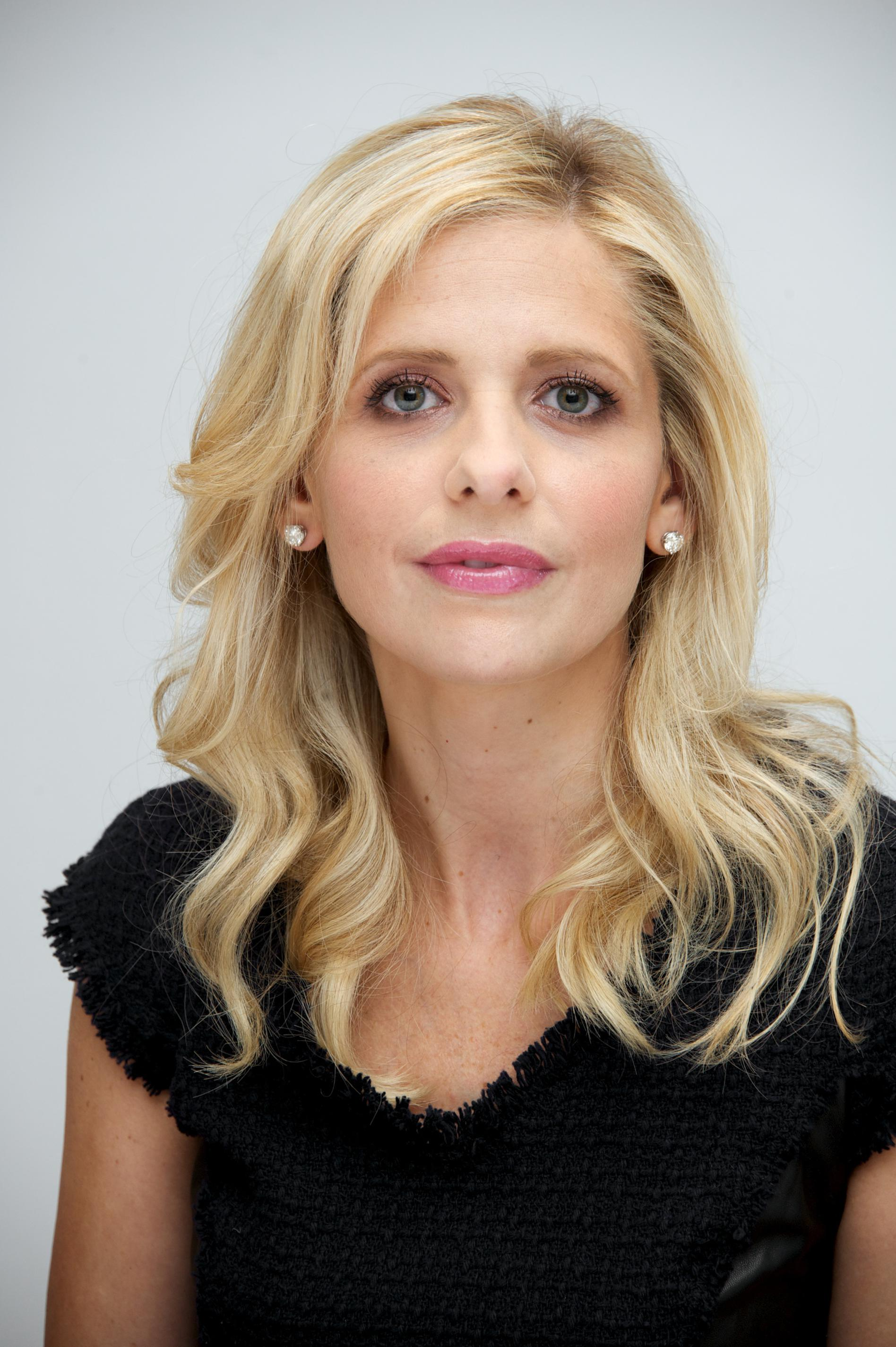 Sarah Michelle Gellar | Music In the Dark