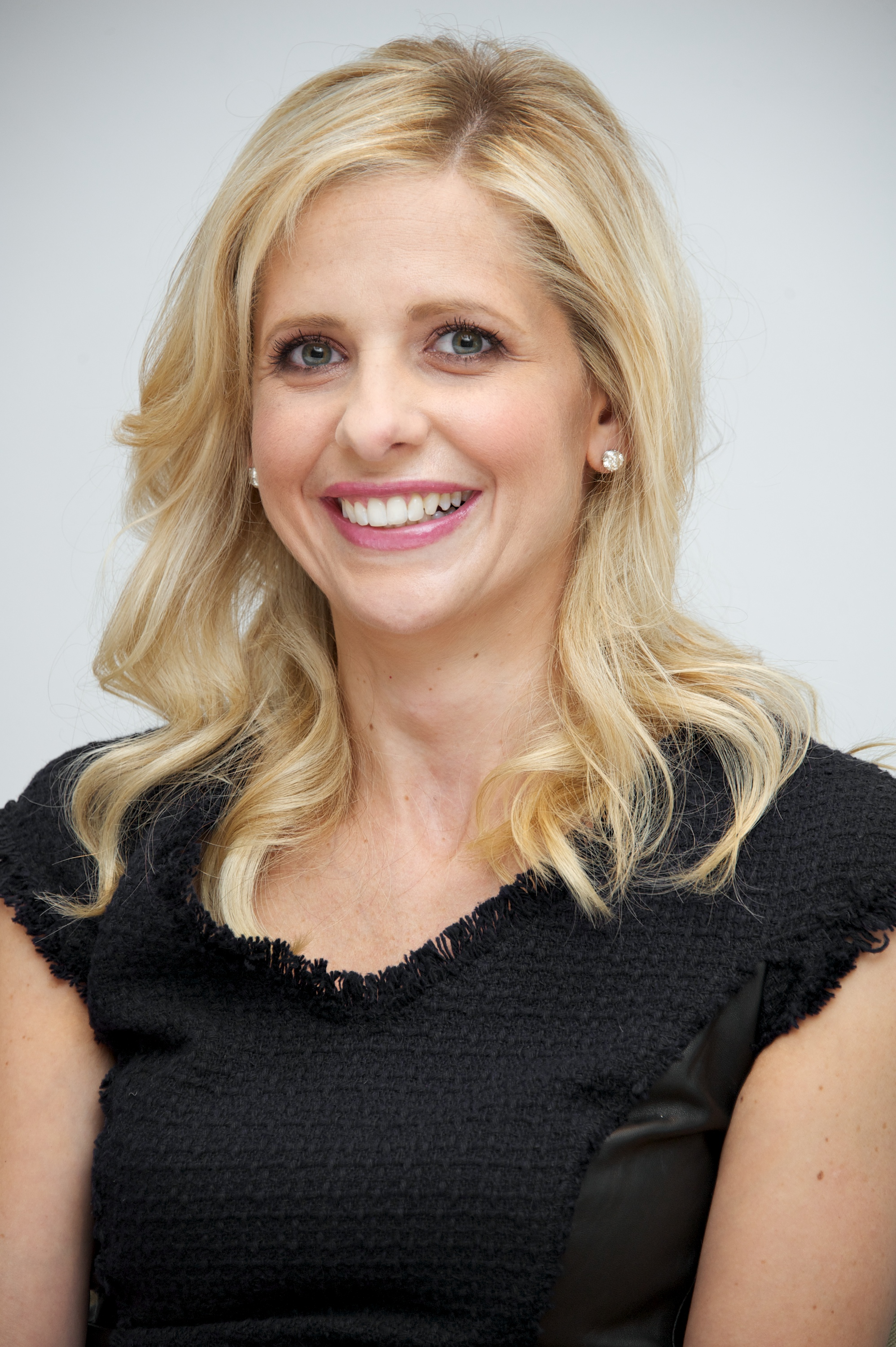 Sarah Michelle Gellar Dishes on Her Family's Christmas Plans