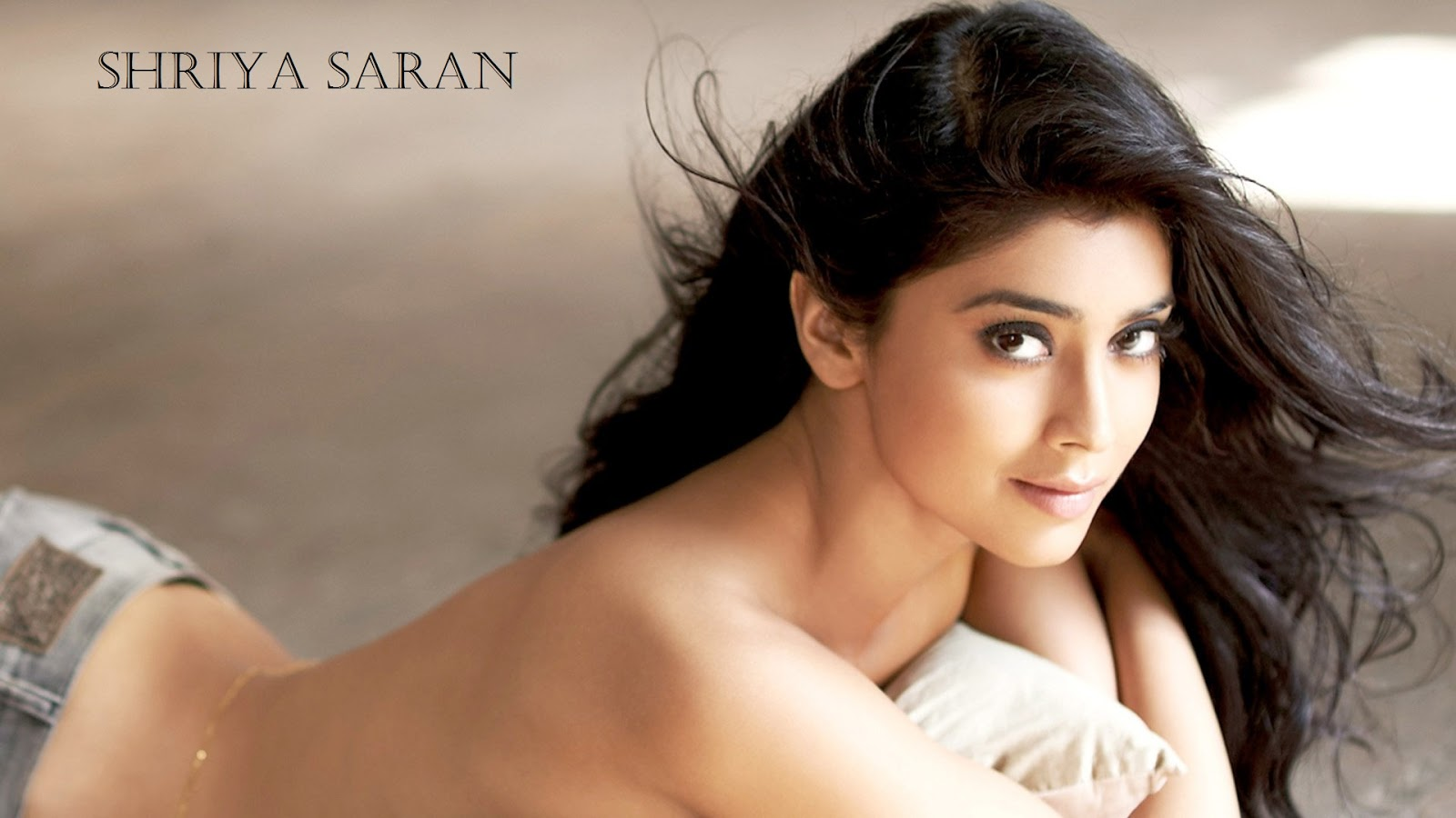 Shriya Saran South Indian Beautiful Actress HD Wallpaper | HD