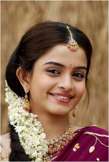 Indian South Girl Sheena Shahabadi in Saree Village Style Look | W2U