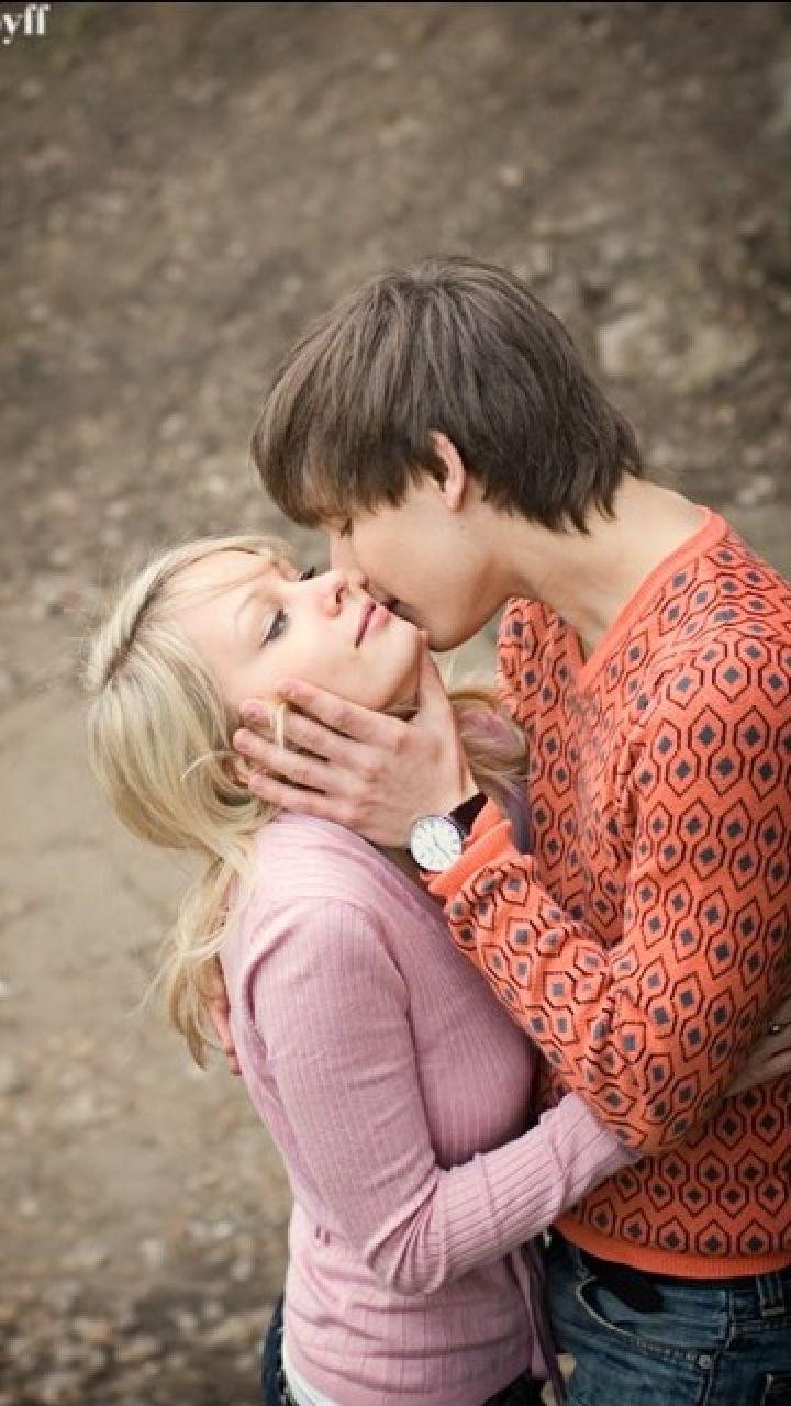 boy and girl kissing wallpaper 1