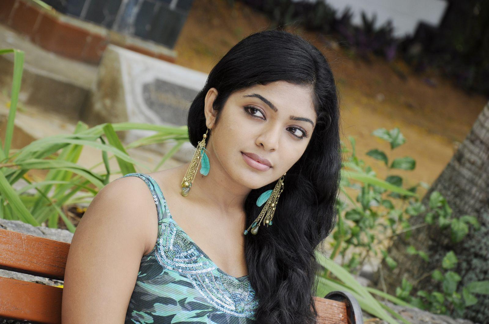 Indian Girls Photos Wallpapers (49+)