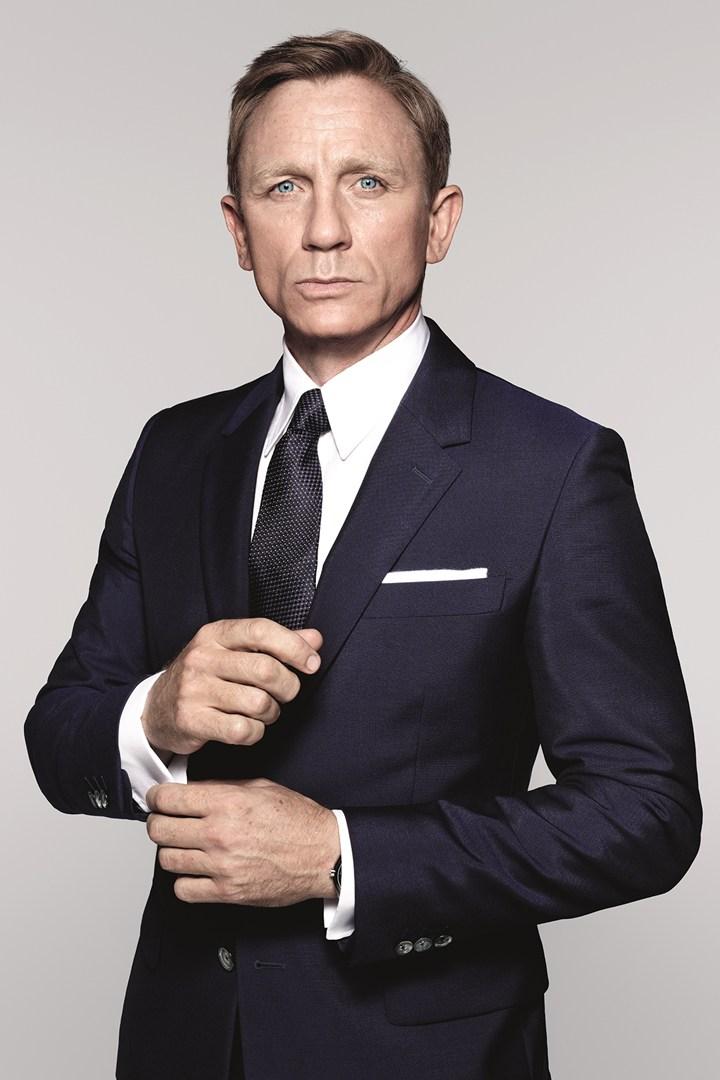 Daniel Craig Suits Up as James Bond in 'Spectre'