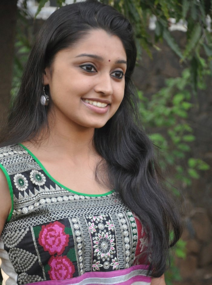 HD Wallpapers Tamil Heroines Group (70+)